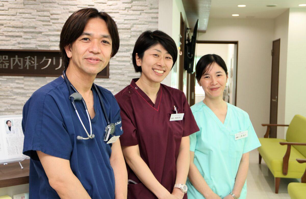伏谷直先生と同院の看護師たち